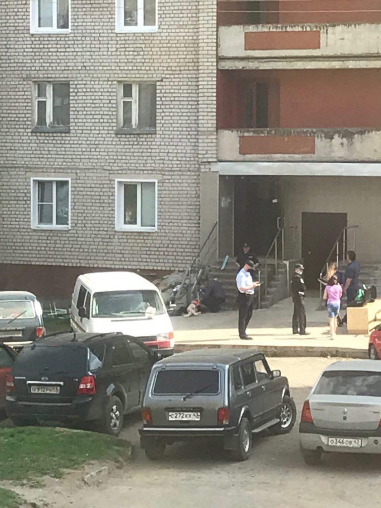 В Кирове на Филейке с крыши 14-этажки  упала и разбилась женщина